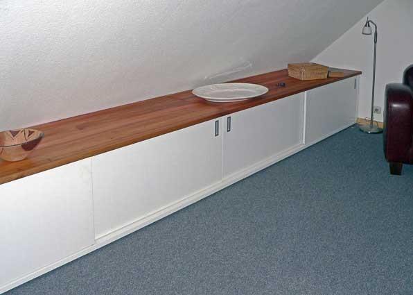 sideboard; Schiebetüren; Rüster geölt; Tischlerplatte lackiert