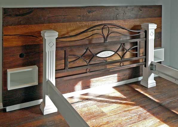Bettschrank; Einbauregale, Lichtfächer; Altholz geölt