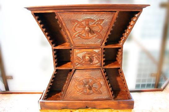 Asiatisches Ladenschränkchen aus Holz