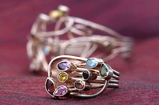 Ring aus Sterlingsilber mit Halbedelsteinen