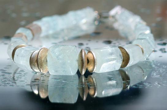 Kette mit Aquamarin und vergoldetem Silber