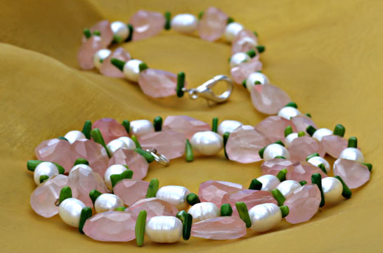 Kette aus Rosenquarz und Perle