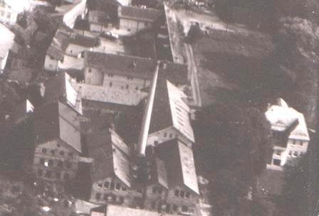 rechts die Villa von Kommerzienrat Ludwig Heller, jetzt Zahnärztin Groß, oben Logierhof - Aufnahme 1938