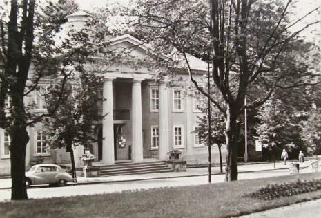 Palais Weimar mit IFA F9