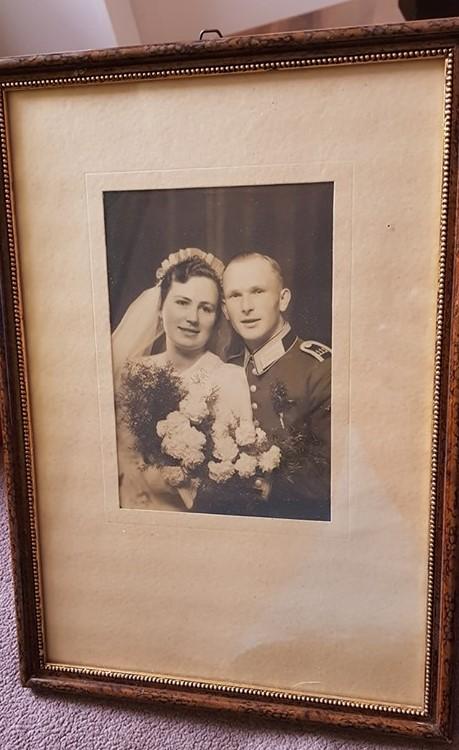 Einrahmungsarbeit von Hugo Leinweber: Quelle Susanne Krüger, dessen Oma in Erster Ehe auf dem Bild ist