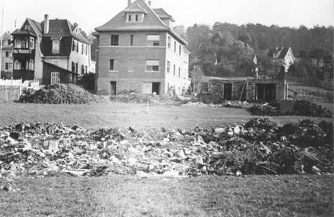 links Pension Pfeifer, Mitte Foto Kley, rechts Raschdorf, Aufnahme 1933 - Archiv Foto Bodo
