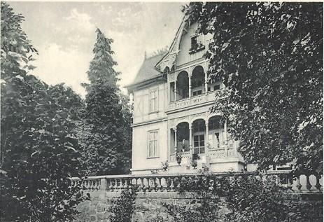 Vorderseite Haus Am Aschenberg vor 1919 - ursprünglich Villa Frohberg - Fotos unten -  heutige Ansicht