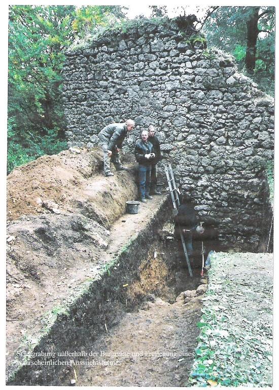 Fundament eines vermutlichen Wohnturmes im Vorburgbereich