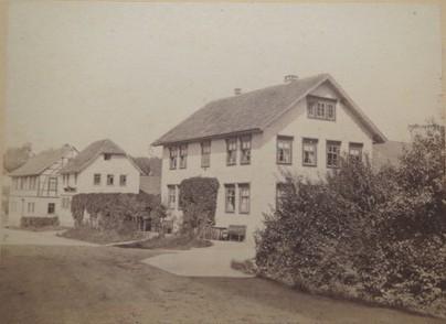 linkes Haus (Fachwerkstil) ist Haus Jordan - Repro W.Malek einer Aufnahme von ca 1860