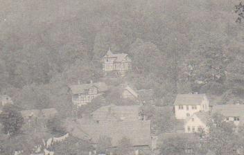 Villa Büttner in der Mitte, links darunter Villa Häublein