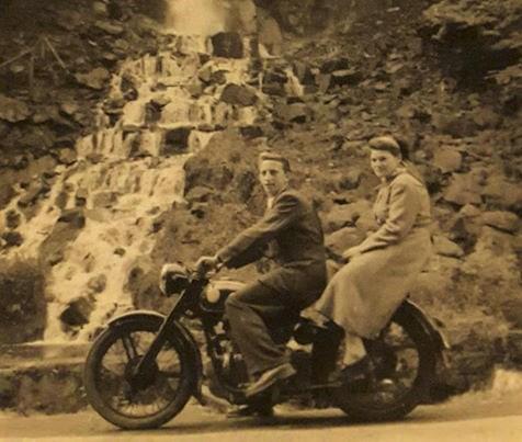 Dermbacher 1956 am Trusetaler Wasserfall von Edith G. Leis