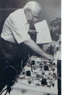Helmut Hölzer baut 1993-95 seinen Analogrechner nach
