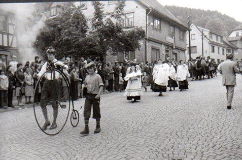 650 Jahre Steinbach - Erste Trachtenfrau ist Mario Döhrers Mama - Sammlung Mario Döhrer