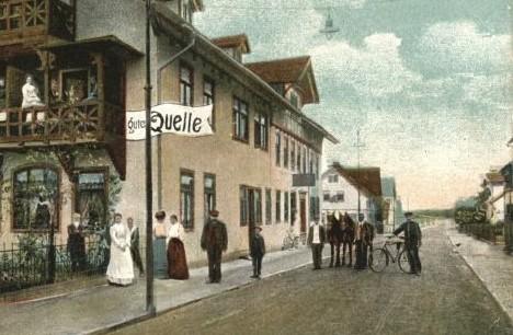 """Vor dem Restaurant """"Gute Quelle"""" auf der Barchfelderstraße"""