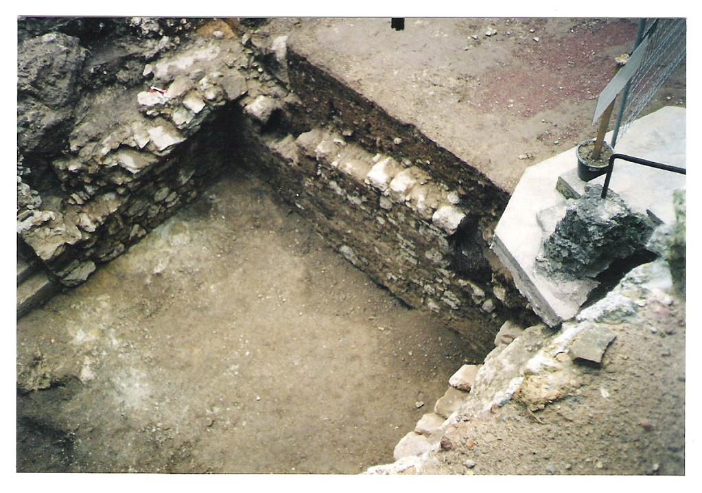 Keller unmittelbar am Aufgang zum Palas