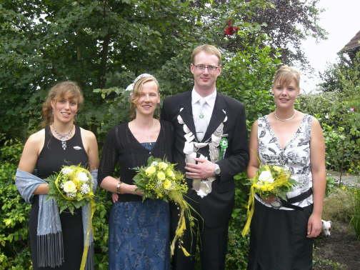 2006: Königspaar Andreas Leppmann und Friederike Schulze Hülshorst mit den Ehrendamen Marie-Therese Reinermann und Milea Kammann