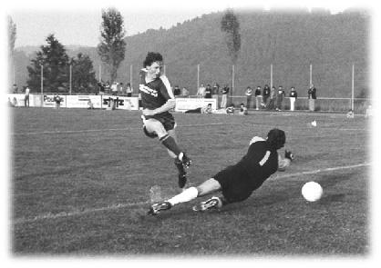 2. Liga-Torschützenkönig Urs Häfliger in Aktion (15 Treffer)