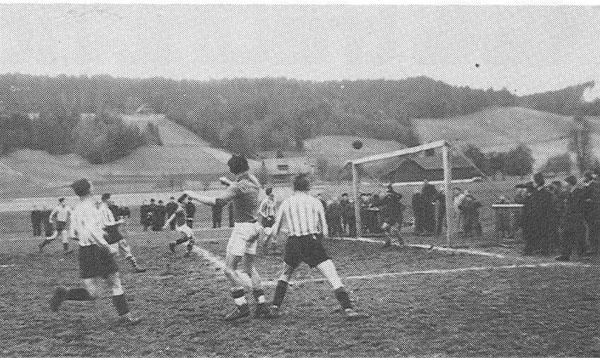 1945 Sportplatz Grundmatt, Szene aus einem Meisterschaftsspiel