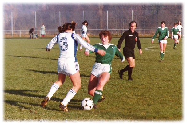Damenfussball auf dem Schlossfeld