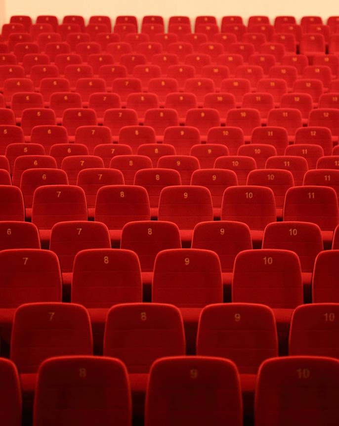 301 Sitzplätze & 2 Plätze für Rollstuhlfahrer