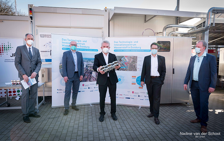 v.l.n.r. :Prof. Dr. Ulrich Radtke (Rektor Universität Duisburg Essen), Oberbürgermeister Sören Link, Minister Prof. Dr. Andreas Pinkwart (MWIDE), Dr. Peter Beckhaus (Geschäftsführer des ZBT), Joachim Jungsbluth (ZBT)
