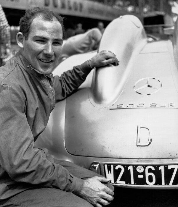 Mercedes-Benz Rennfahrer Stirling Moss. Aufnahme aus dem Jahr 1955 am Rande von Testfahrten mit dem Mercedes-Benz Rennsportwagen 300 SLR (W 196 S) auf dem Hockenheimring.