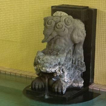 Chien en bronze de Morita Toko