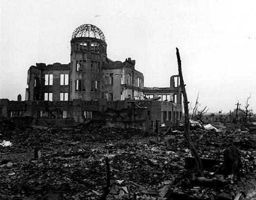 Les ruines du Hall de la Promotion Industrielle de la Préfecture d'Hiroshima après l'explosion de la bombe