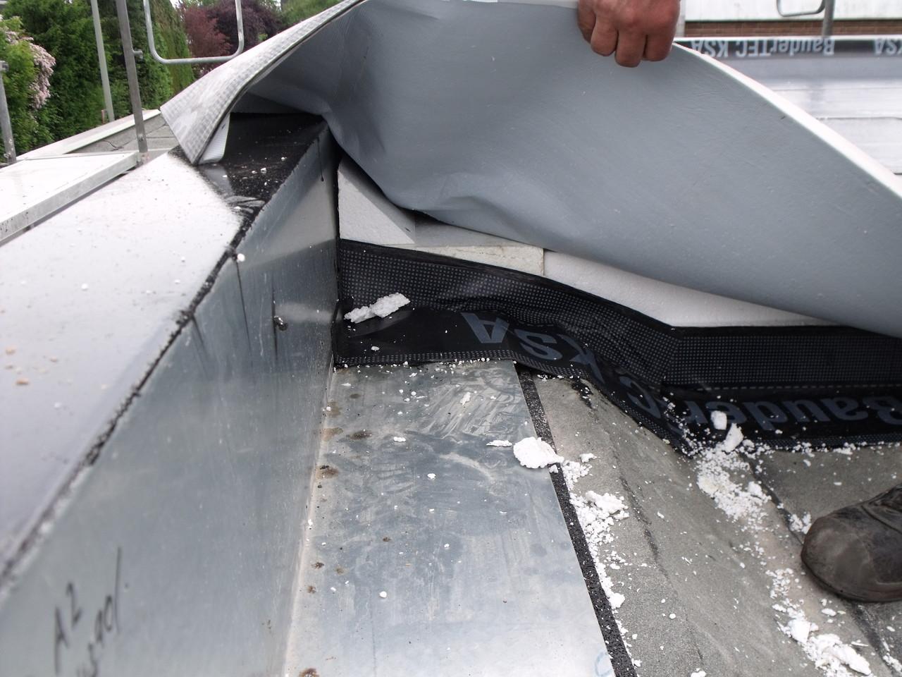 Wärmebrücken reduzierter Flachdach-Wand-Anschluß