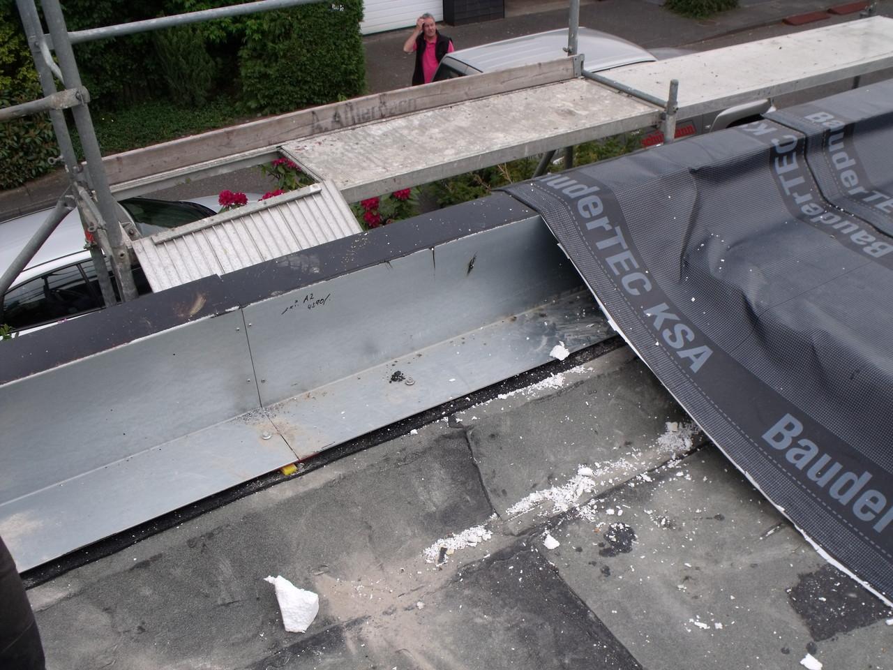Profilblech zur Wärmebrücken reduzierten Flachdach-Wand-Anschluß