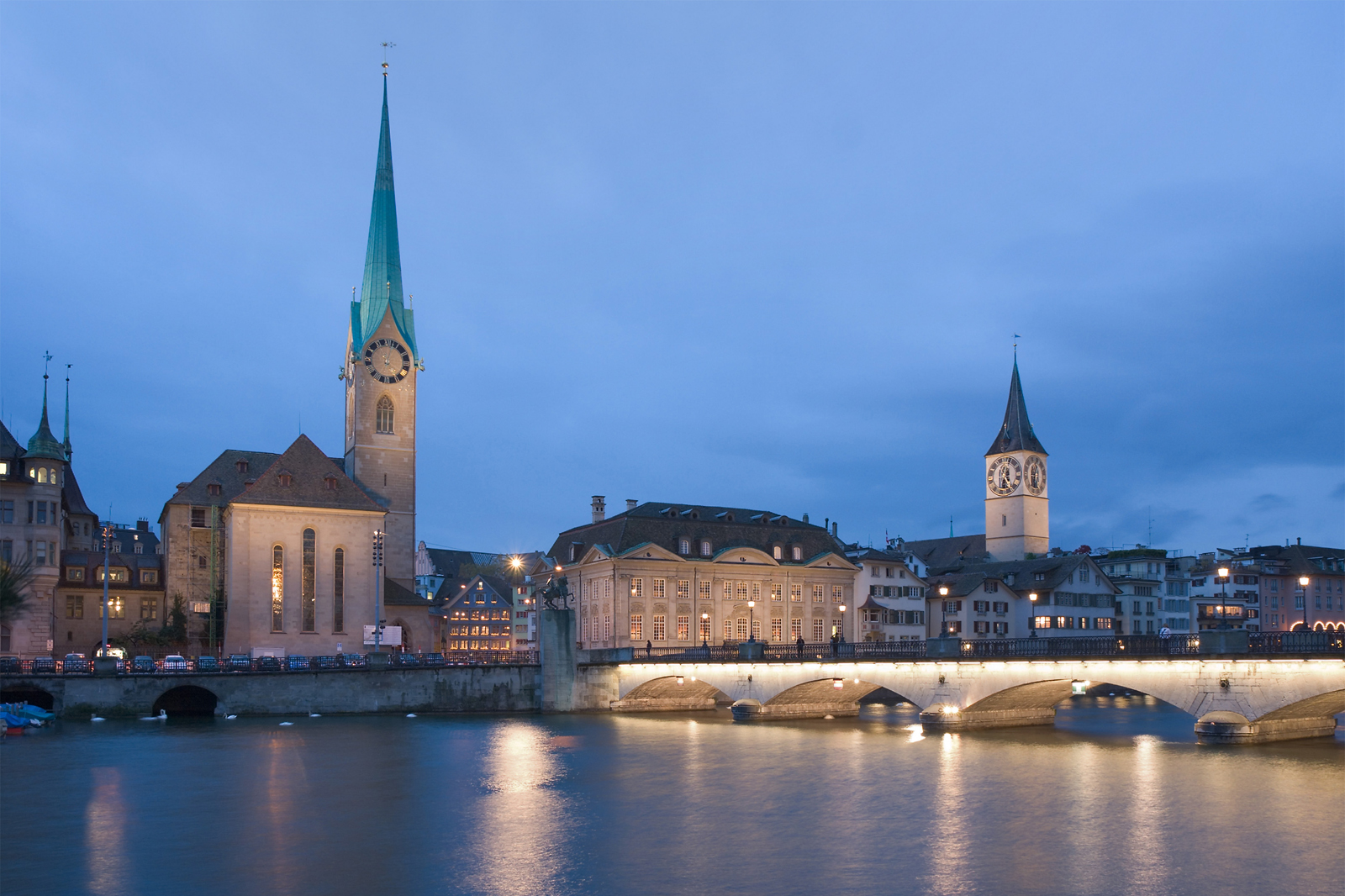 Zurich, Limmat and churches Fraumunster / St. Peter (CH / ZH)