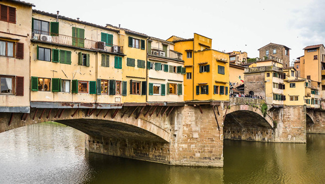 View to the Ponte Vecchio in the old town of Florence (IT)