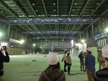 バレーボールの国際試合も開催可能な天井高をもつことになる体育館の建設現場
