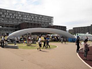 当日は大変多くの市民がOICを訪れた=17日午後、OIC(大阪府茨木市)
