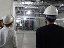 写真奥に図書館が整備される(市街地整備ゾーン建物の2階より)