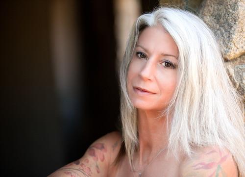 vuoi ti aiuti a ritrovar te stessa? | velvethands milano | massaggio erotico per donne Milano