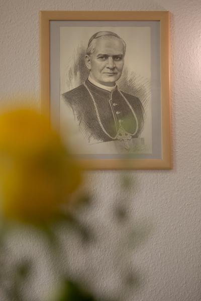 Portrait vom Seligen Georg Matulaitis in der Kapelle der Eucahristinerinnen
