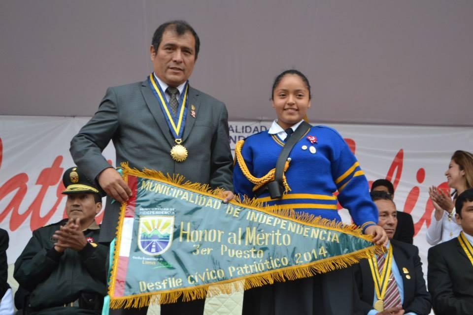 El Alcalde entrega el gallardete del 3° puesto