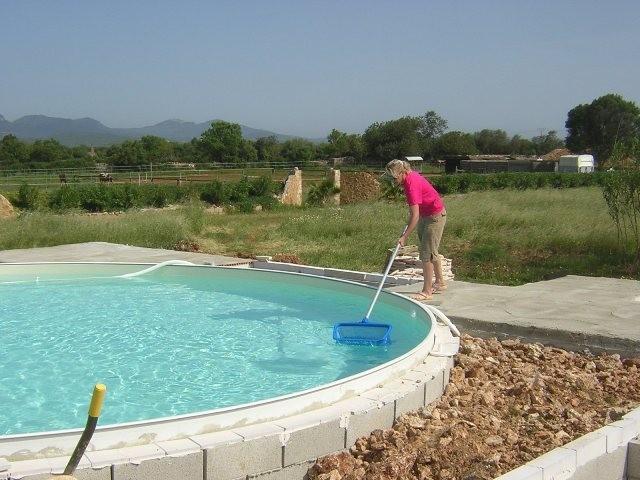 Auch der Pool muss zwischendurch gepflegt werden