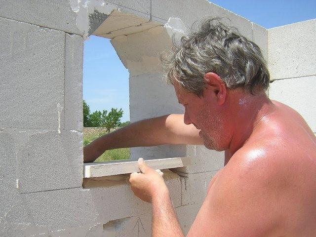 Fensterbretter aus Mares Stein