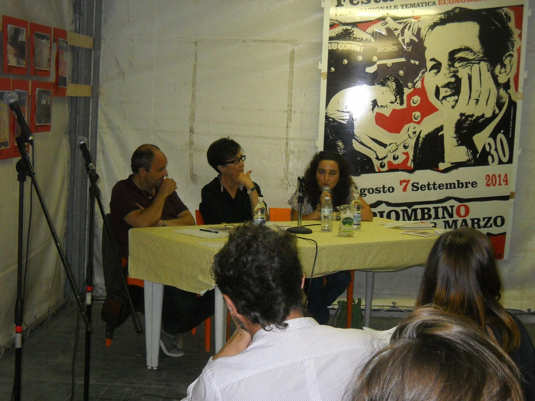 L'autrice Francesca Ghiribelli che risponde alle domande degli Assessori e del pubblico.