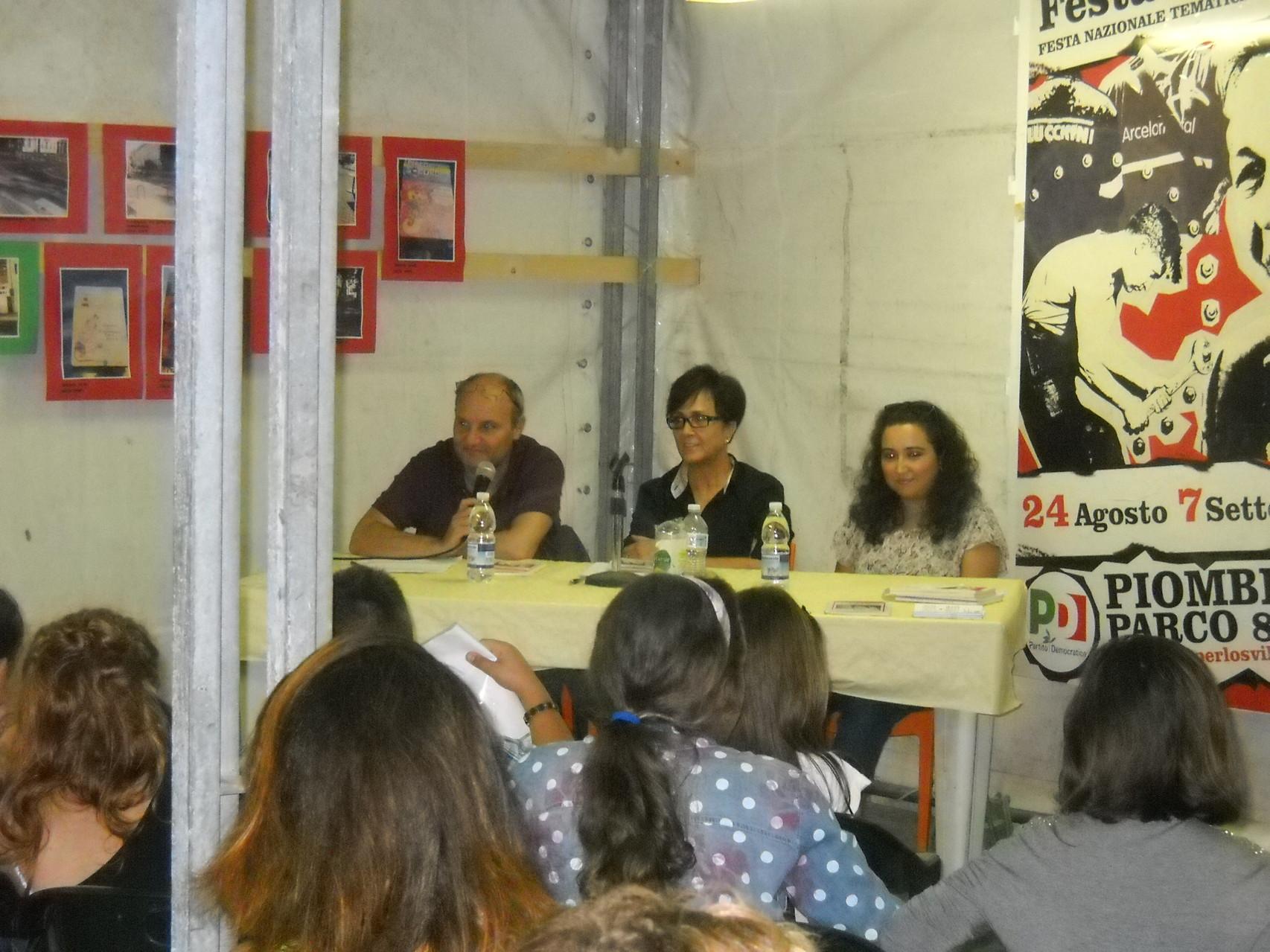 L'Assessore Claudio Capuano, l'Assessore Margherita di Giorgi e l'autrice Francesca Ghiribelli