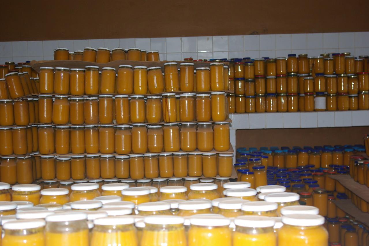 Des bocaux de pulpe de mangues