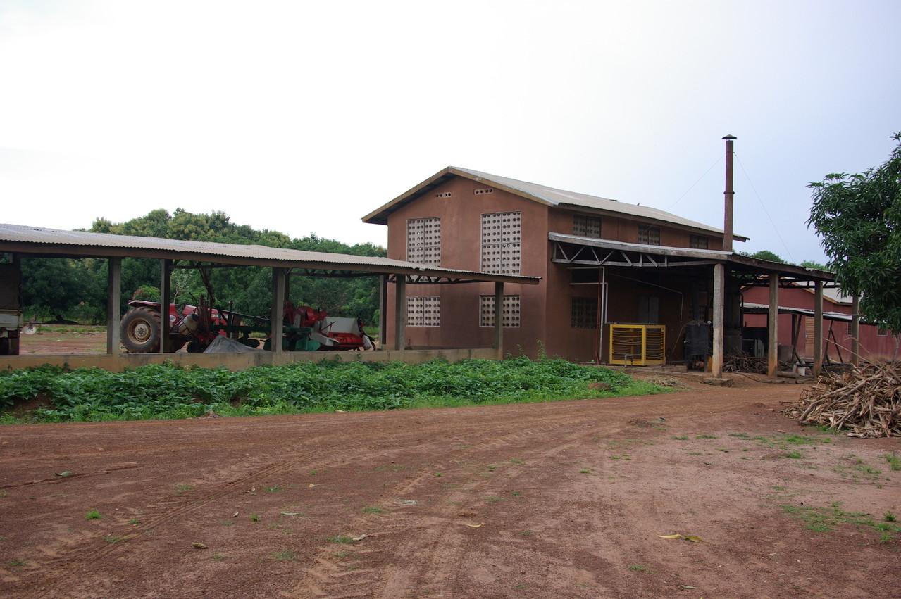 Hangar à tracteurs