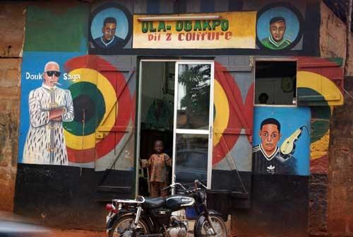 """Un coiffeur """"stylé"""" à Adjara"""
