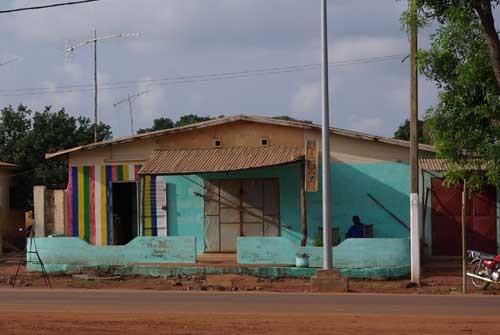 Une maison colorée à Djougou