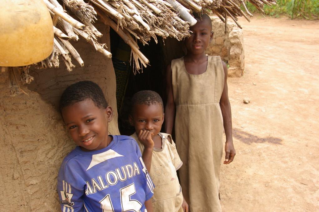 Enfants d'une ferme à Tanguieta