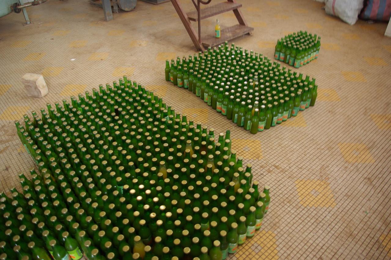 Mise en bouteille des jus de fruits