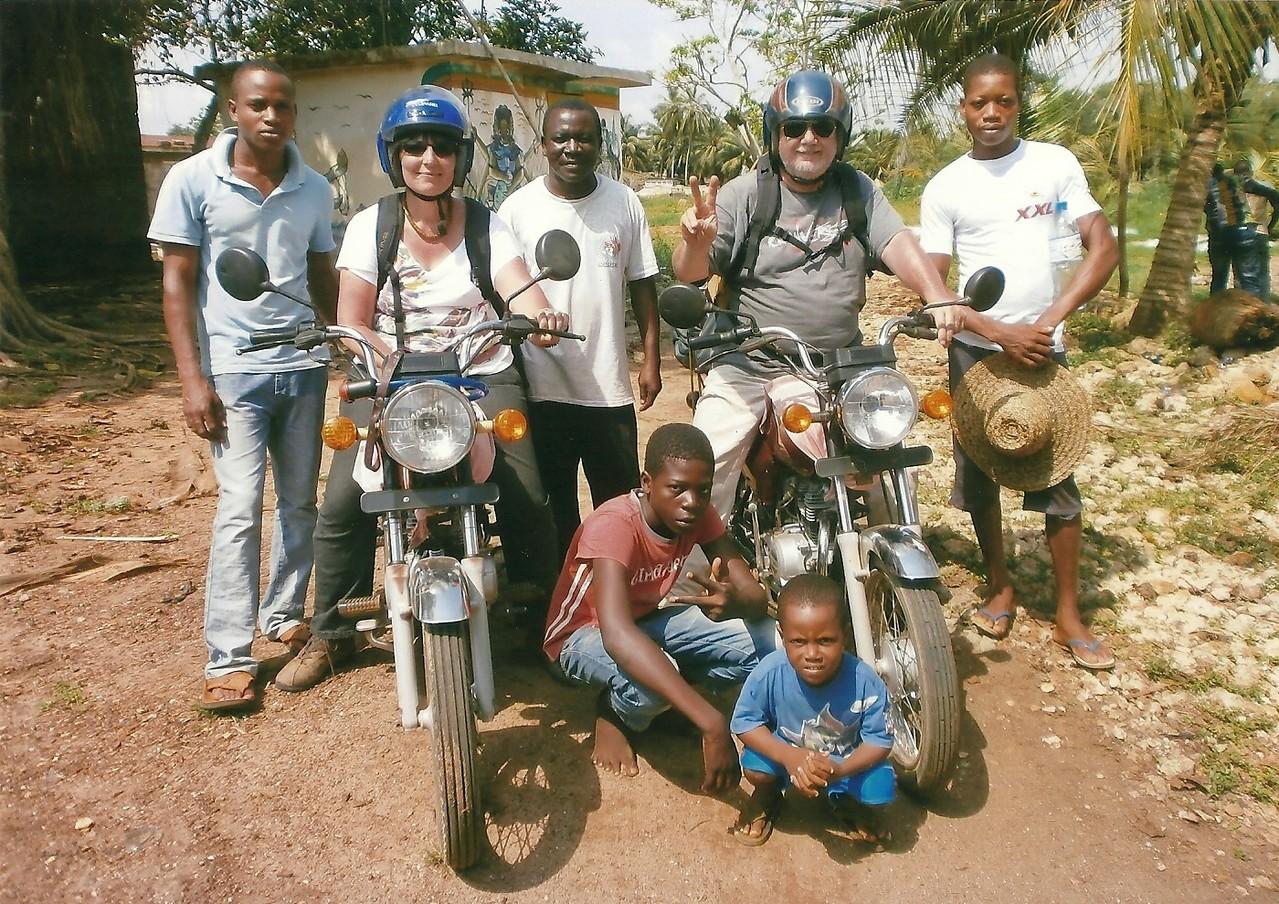 On se prépare pour un voyage en moto