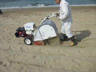 海岸砂浜清掃
